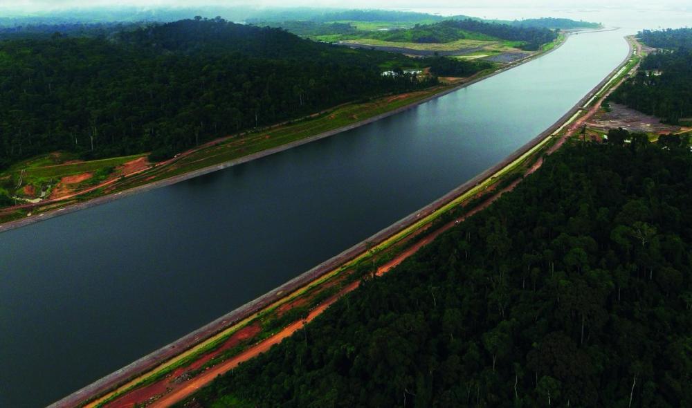 Canal de derivação criado para preencher lado de Belo Monte