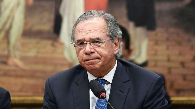 Auxílio emergencial será prorrogado por três meses, diz Guedes