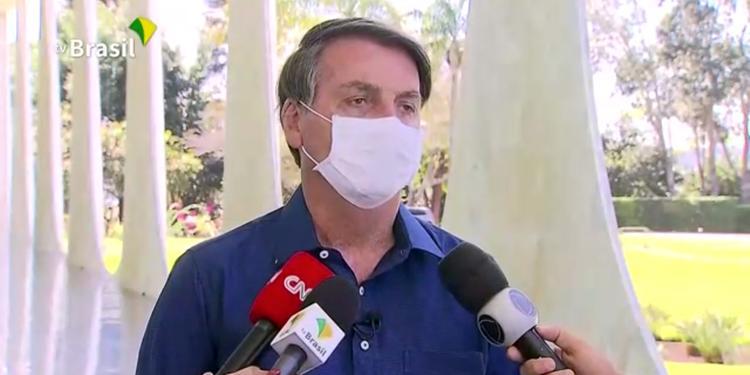 Emissoras afastam repórteres que entrevistaram Bolsonaro em anúncio de Covid-19