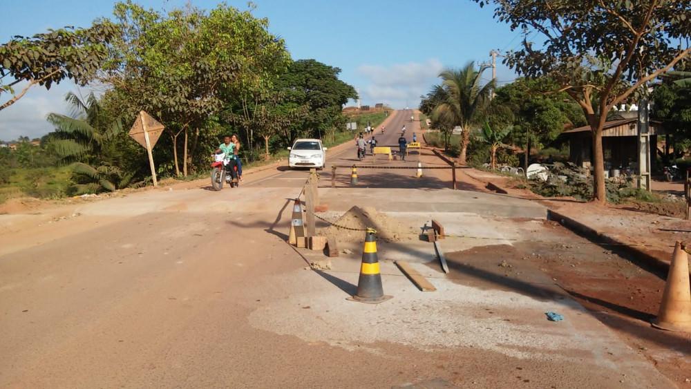 Demutran constrói faixas elevadas em Pacajá