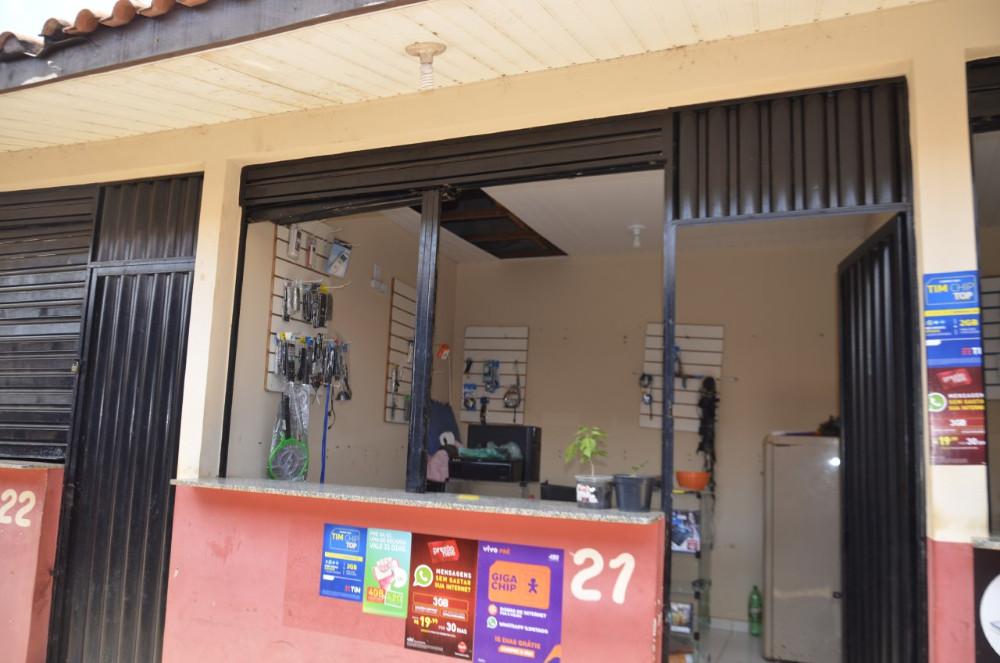Quatro boxs são invadidos no camelódromo em Altamira