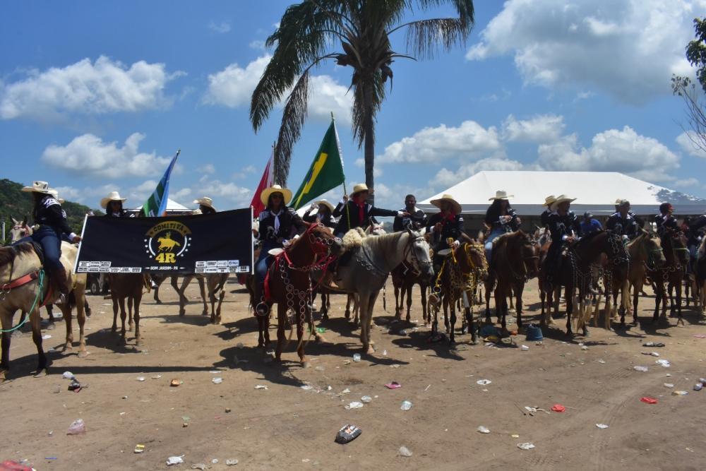Cavalgada encerra festa de rodeio em Pacajá