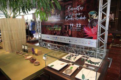 Em Festival no Hangar, Estado firma parcerias para ampliar produção de cacau